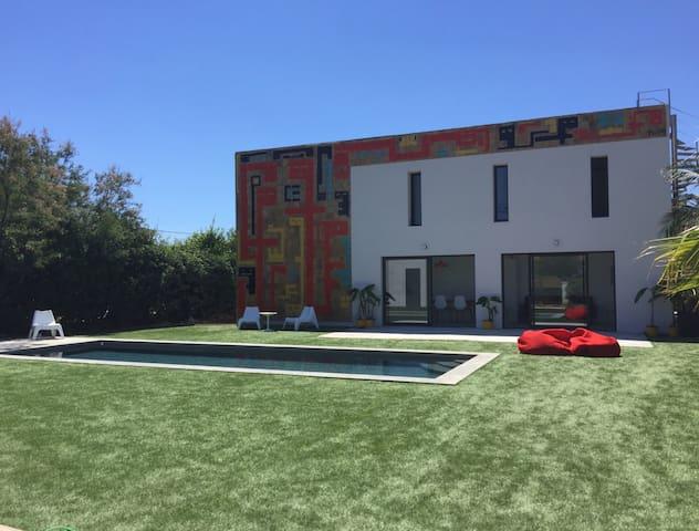 Chambre dans villa avec piscine et plage à 100m @3 - Hyères - Villa