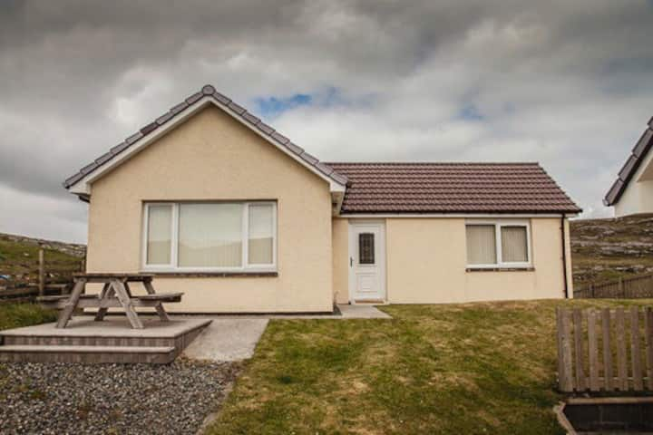 Beautiful Barra Bungalow-Sealladh an Dun, Grean