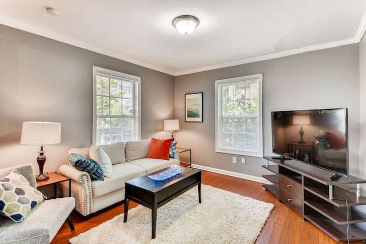 Comfortable 3 bedroom close to Grant Park/Zoo