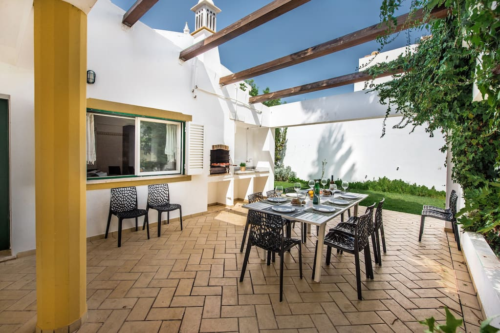 Villa Albufeira LS212 in the center of Albufeira, 10-persons family villa with private pool at 1 km from the main beach.