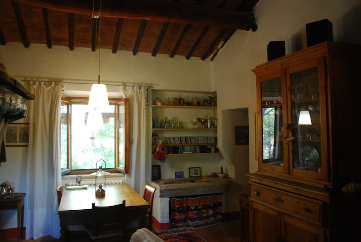 Beautiful Tuscan Country House, 10 Km from Siena.