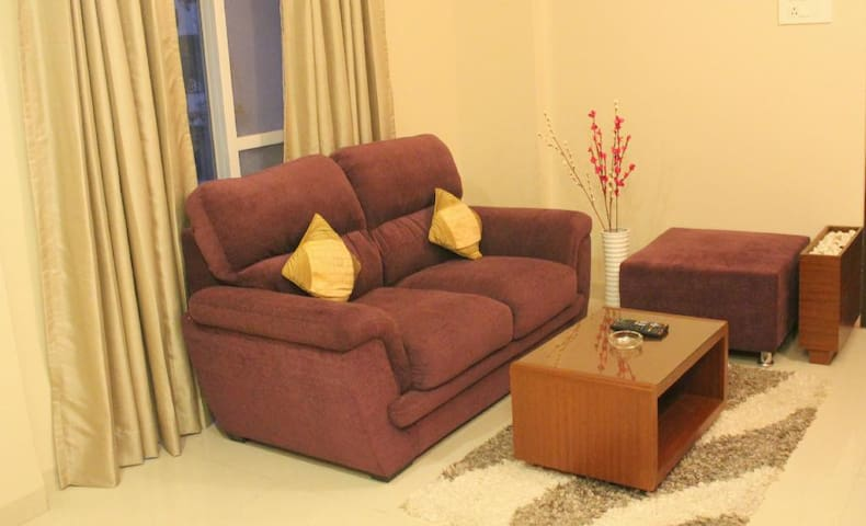 Specious 1BD Studio for 2 people,AC+BF+Wifi @ Pune