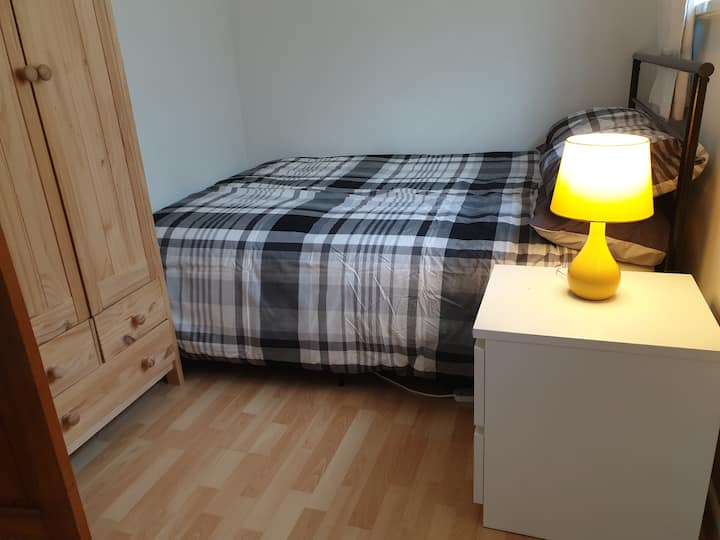 Cosy double room local to Stonehenge and Salisbury