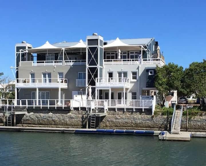 Thesen Island - Luxury Apartment Home