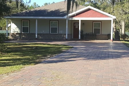 Spacious 4 Bedroom House - Palatka - Hus