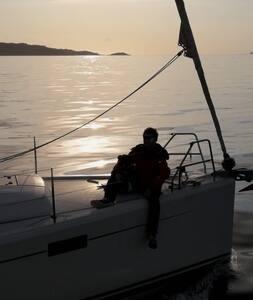 Voilier à quai sur le port de Hyeres