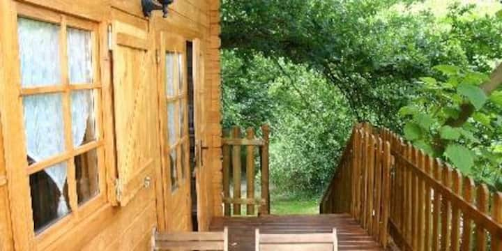 LE SOJAPI  cabanes robin des bois 2 à 5 personnes