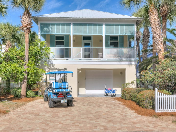 Stunning Home 6-Mn Walk to Beach Private Hot Tub and Community Pool Access Pets Welcome