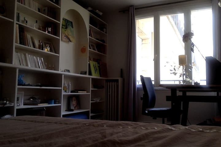 appartement dans le quartier du marais apartments for rent in paris le de france france. Black Bedroom Furniture Sets. Home Design Ideas