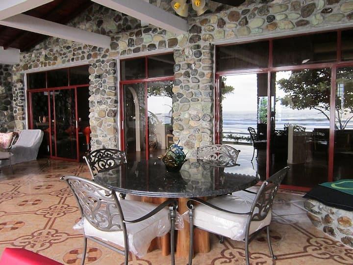 Beachfront Villa Near Montañita/Olon