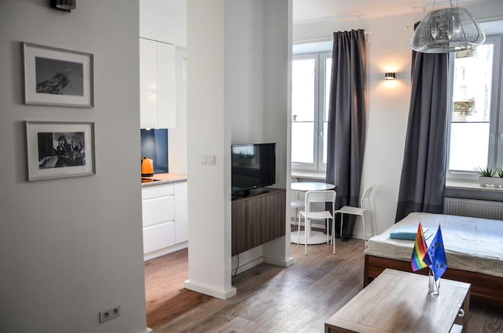 Comfy, central, yet quiet, close to attractions - Warszawa - Apartment