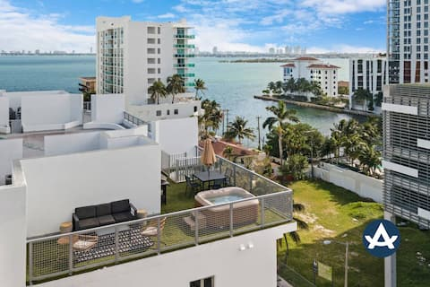 Sextant | Edgewater Penthouse #706 | Private Rooftop+Hot Tub | 10 mins to Beach