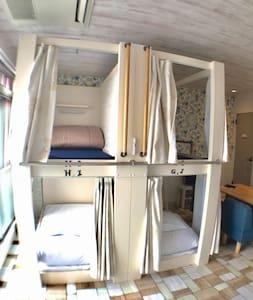 4階・MOONの部屋⑦(写真は、二段ベッド2台)