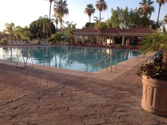 VAL VISTA LAKES 2BR 2 BTH CONDO VACATION RENTAL
