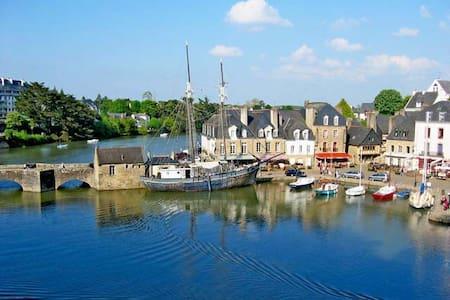 Maison centre historique d'Auray, le port à pieds - Auray