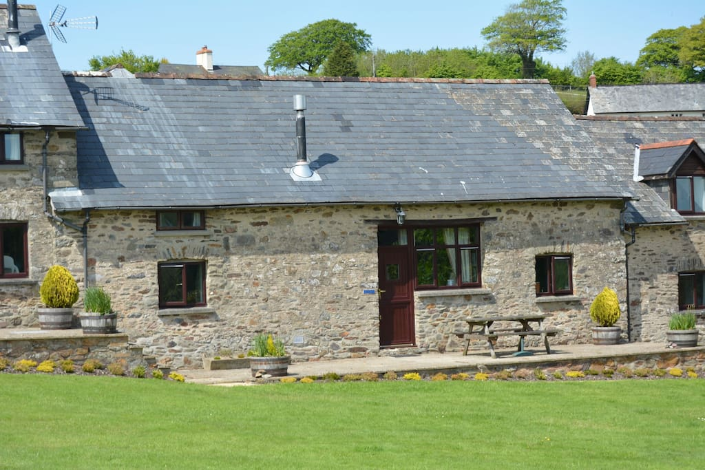 Kiri Cottage, sleeping 6, is a traditional stone barn conversion in Exmoor NP