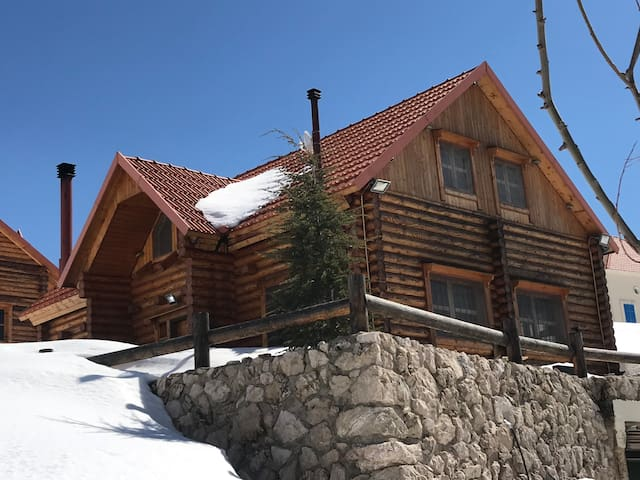Calm Wooden Chalet in Laqlouq with Amazing Views