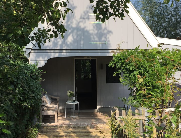 Comfy guesthouse (with sauna) near Amsterdam