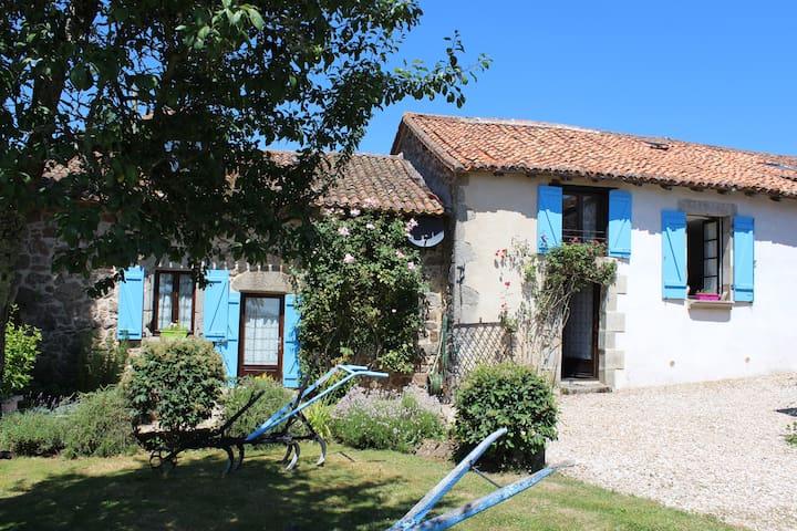 La Petite Maison - spacious house and private pool - Saint-Estèphe - Pensione