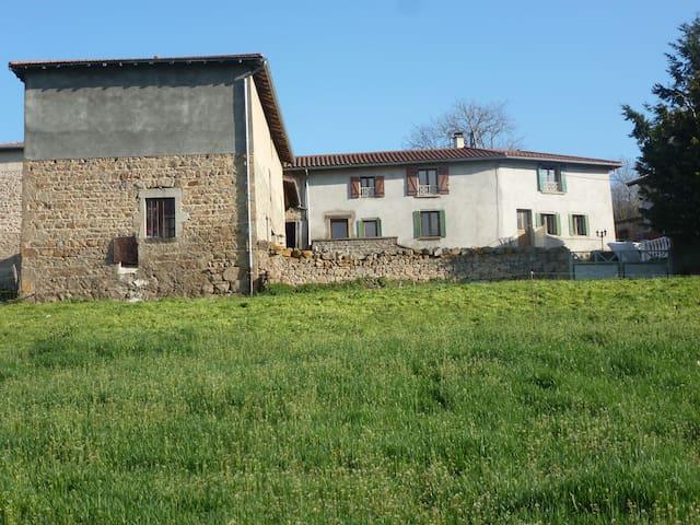 Grande maison de campagne, pour 10 voyageurs - Saint-Clément-les-Places - Casa