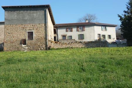 Grande maison de campagne, pour 10 voyageurs - Saint-Clément-les-Places