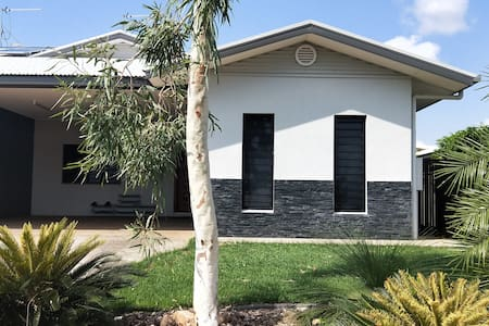 Beautiful modern house near Darwin - 20 min