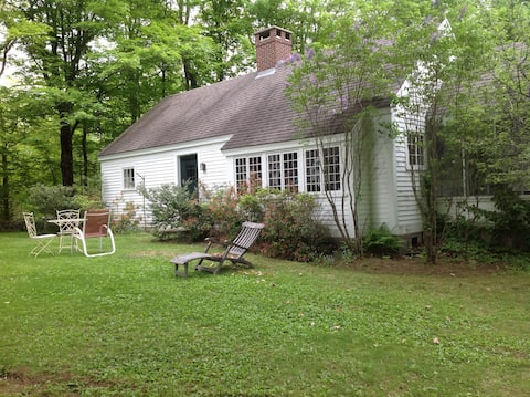 Twin Meadows. Private, rustic,  peaceful cottage.
