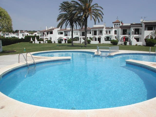 Two bedroom house directly on communal pool! - Torroella de Montgrí - Casa