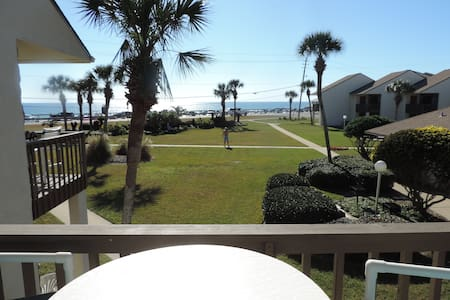 Blue Surf 2BR/2BA Gulf View Townhouse with pool