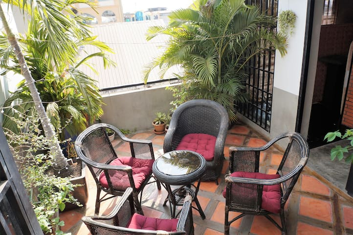 French Renovated Flat, Central Market, King  Bed - Phnom Penh - Apartment-Hotel