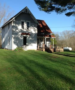 Cozy Farmhouse on 22 wooded acres (2 bedrooms)