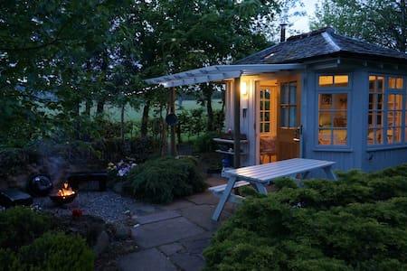 Summer House in  country garden,  Central Scotland - Braco - 小木屋