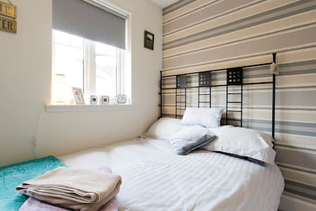 Comfy, quiet double room on scenic coastal route - Dalgety Bay - Casa