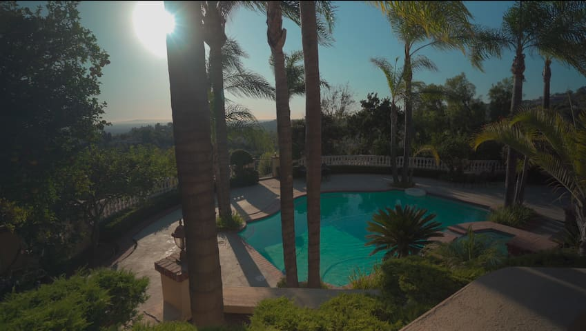 180 Degrees View of the City with Private Pool