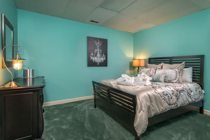 Pecan Pie Suite with Queen Size Bed and Bath down the hall