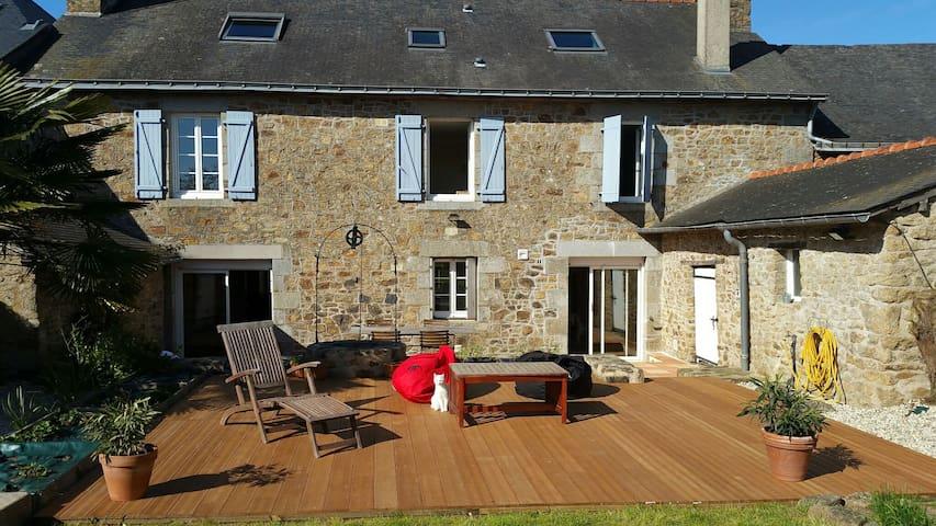 Superbe Maison en pierre - La Bigottière - Huis