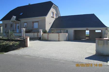 maison à la campagne recente vue sur les Pyrénées - Ogenne-Camptort - Ház