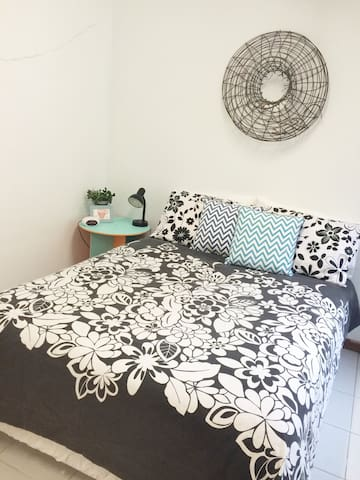 Greenview Studio Apartment one bedroom plus futon