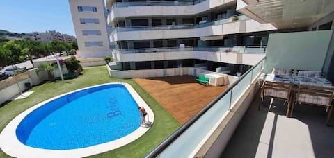 Comfortable sunny apartment with swimming-pool