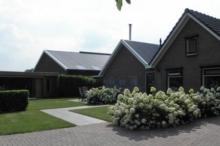 Luxe vakantiehuis met sauna en veranda op Veluwe - Epe