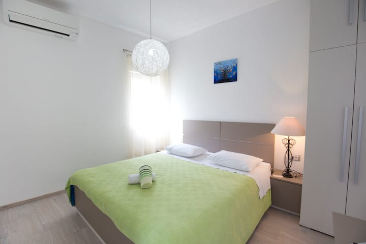 Modern Ensuite room in the center of Vis town (2)