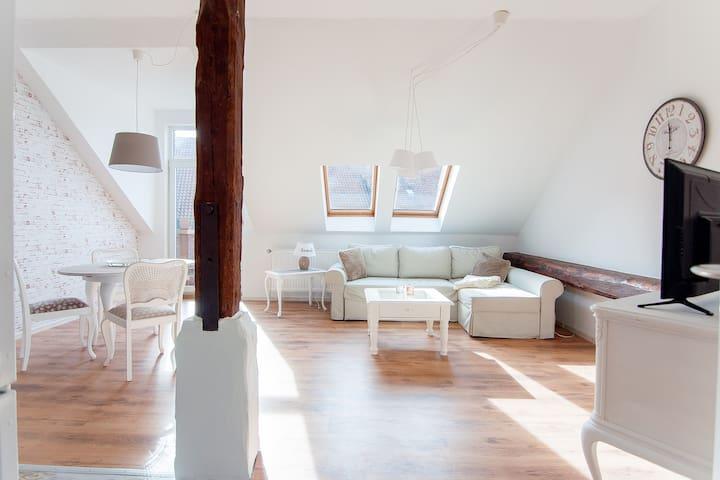 Charmante 2-Zimmer-Wohnung, super Anbindung - Ronnenberg - Leilighet