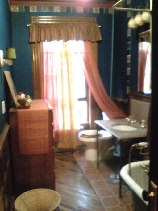 Bathroom Clawfoot Tub & Overhead/Hand Held Shower