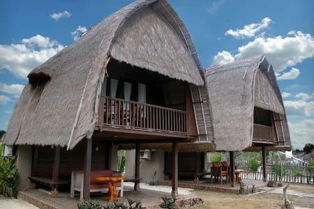 Beach view ! Balinese Wooden Hut - Lembongan