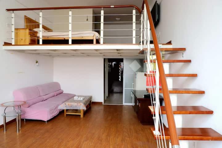 浪漫七夕,温馨loft公寓欢迎您!出门看海,有电梯,可做饭,可住2—4人