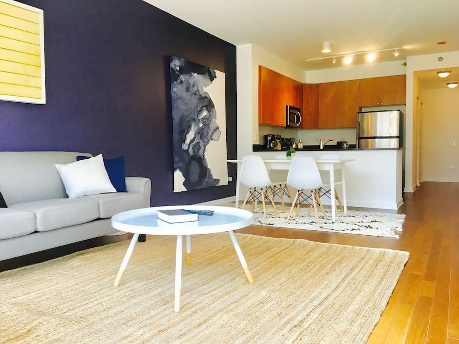 A spacious and comfortable living/dining room