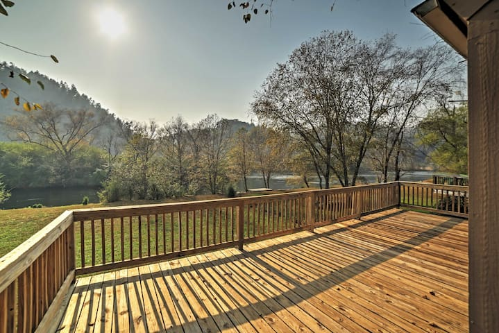 Peaceful 2BR Reliance Cabin w/River Views! - Reliance - Cabin