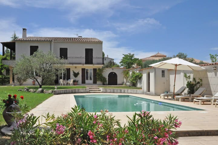 Villa with private pool and splendid view on the Mont Ventoux