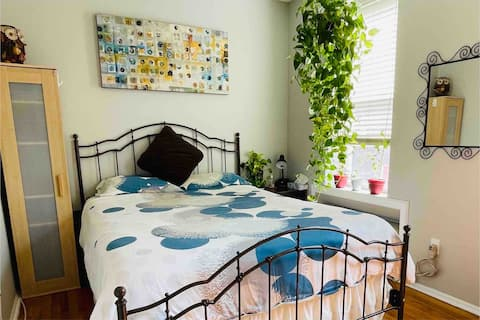 Cozy bedroom 20 mins away from Times Square NYC