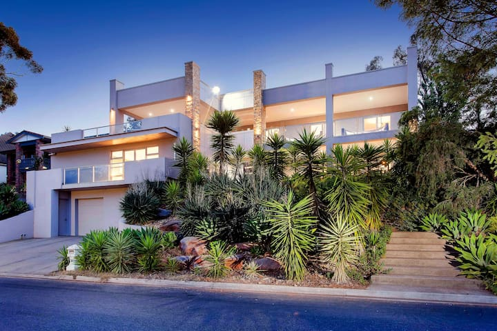 Hollywood Tree House